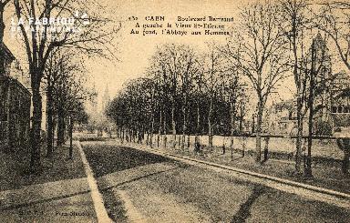 cl 03 210 Caen   le boulevard Bertrand, a gauche le vieux St-Etienne,