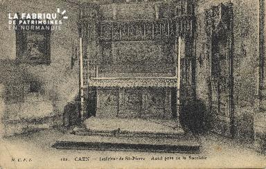 Cl 04 070 Caen-Interieur de St-Pierre - Autel prés de la sacristie