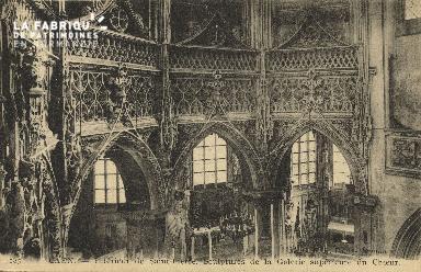 Cl 04 072 Caen- Interieur de St-Pierre - Sculture de la galerie supéri