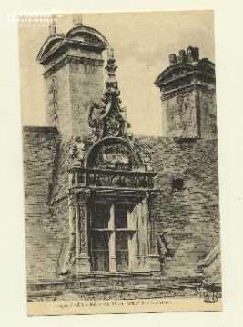 Cl 04 107 Caen- Hôtel du Than, détail des lucarnes