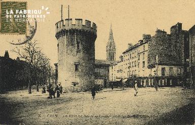 Cl 04 158 Caen- La tour Leroy et le Clocher St-Pierre