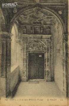 Cl 04 325 Caen- L'Ancien Hôtel de Valois- Le porche