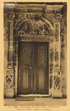 Cl 04 326 Caen- Ancien Hôtel de Valois- Détails d'architecture