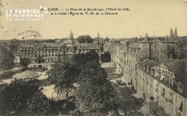 Cl 05 022 Caen- La place de la république, hôtel de ville et à droite