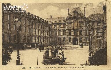 Cl 05 026 Caen- La cour de l'Hôtel de ville et le musée