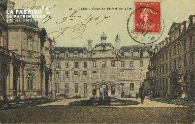 Cl 05 100 Caen- Cour de l'Hôtel de ville