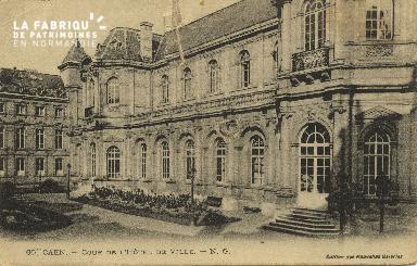Cl 05 101 Caen- Cour de l'Hôtel de ville