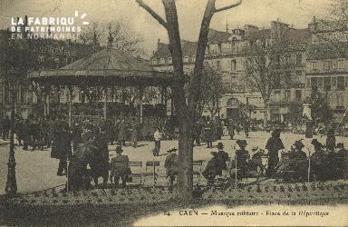 Cl 05 120 Caen- Musique Militaire-  Place de la république