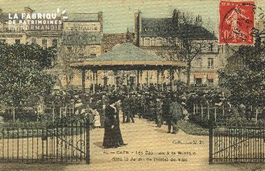 Cl 05 121 Caen- Les Caennais à la Musique dans le jardin de l'Hôtel de