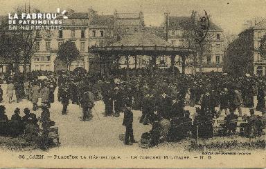 Cl 05 122 Caen-  Place de la république- Le concert Militaire