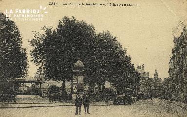 Cl 05 173 Caen- La place de la république et l'église Notre-Dame