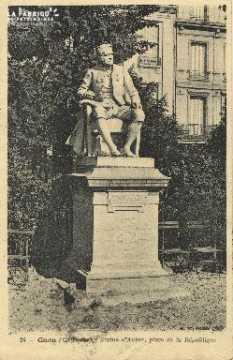 Cl 05 188 Caen- Statue d'Auber, place de la république