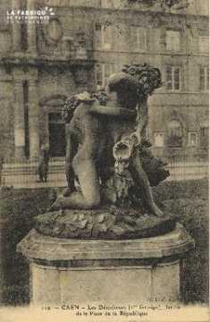 Cl 05 192 Caen- Les Dénicheurs (1er Groupe), jardin de la place de la