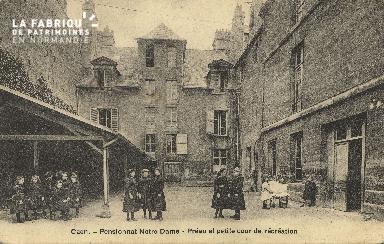 Cl 05 202 Caen- Pensionnat Notre Dame - Préau et petite cour de récréa