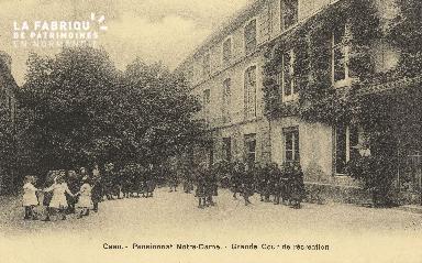 Cl 05 203 Caen- Pensionnat Notre Dame -Grande cour de Récrétion