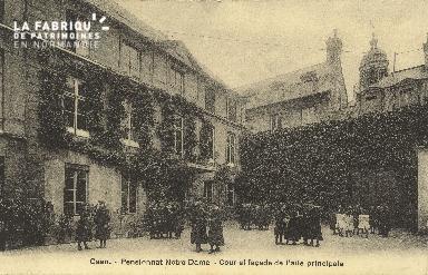 Cl 05 205 Caen- Pensionnat Notre Dame- Cour et façade de l'aile princi