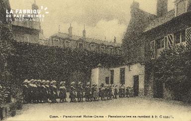 Cl 05 206 Caen- Pensionnat Notre Dame - Pensionnaires se rendant à la