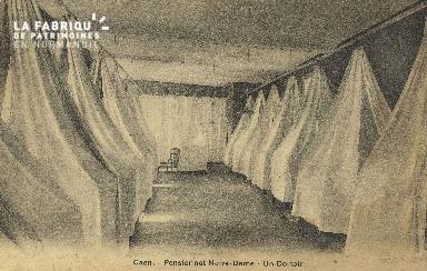 Cl 05 207 Caen- Pensionnat Notre Dame - un Dortoir