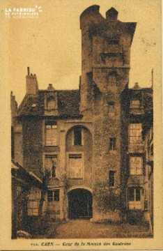 Cl 06 010 Caen-Cour de la maison des quatrans