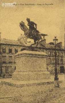 Cl 06 017 Caen-place saint martin-statue de duguesclin