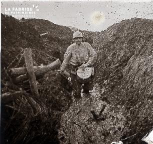 Aux Eparges 1915 Boyaux dans la boue 322