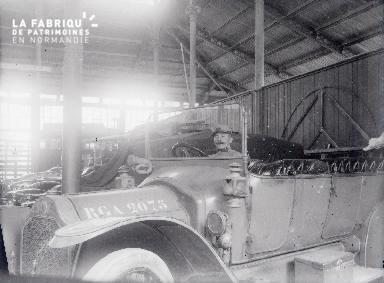 B008 1 militaire dans 1 voiture