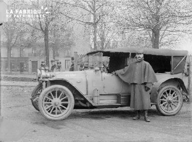 B008 1 militaire et 1 voiture