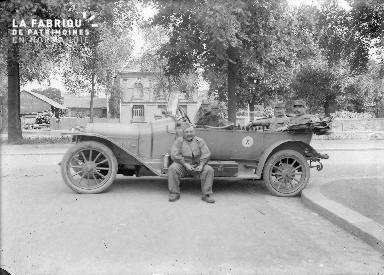 B019 Militaires dans 1 voiture
