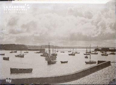 Granville Barques dans le port