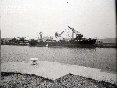 Granville cargo dans le port 2