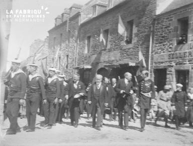 B002 1921 Défilé de marins