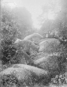 B002 1921 Femmes sur les rochers