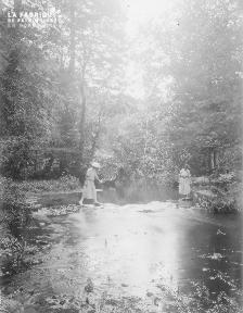 B002 1921 Traversée de la rivière