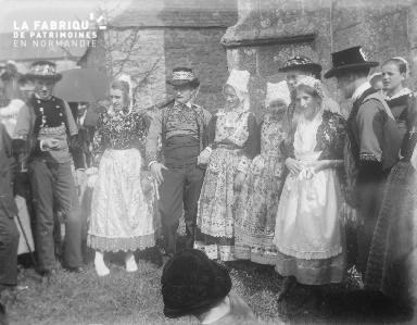 B003 Personnes en costumes