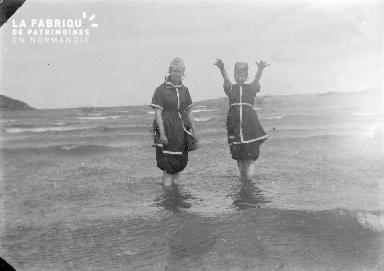 Bpetite Deux femmes dans l'eau 2