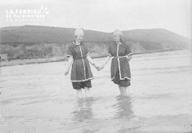 Bpetite Deux femmes dans l'eau