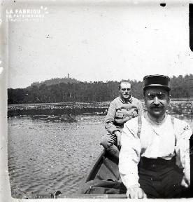 2 soldats en barque
