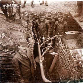 Soldat dans une tranchée décembre - 1916