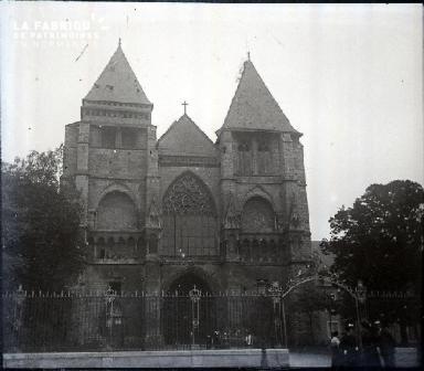 La façade de l'église