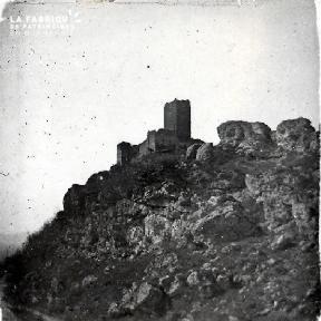 Le chateau sur l'éperon rocheux