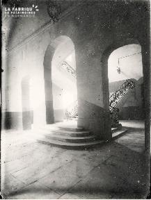Caen-Escalier de l'hotel de ville