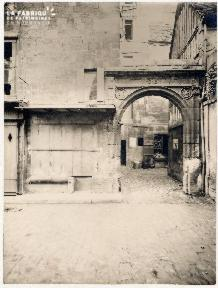 Caen-Le porche