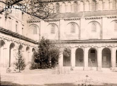 Caen-L'Abbaye aux Hommes le cloitre