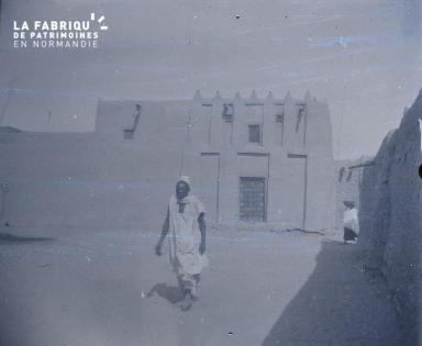 Afrique-Homme dans un village