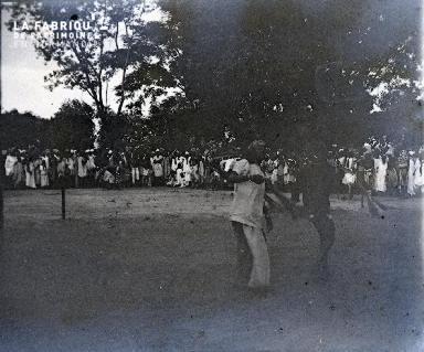 Afrique-Hommes dansant
