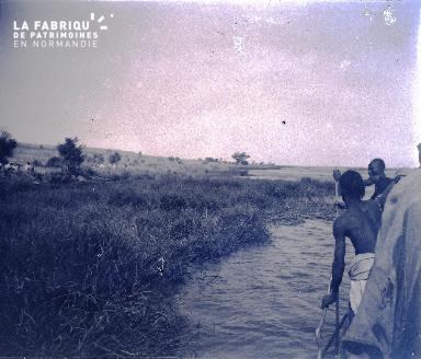 Afrique-Hommes sur une pirogue