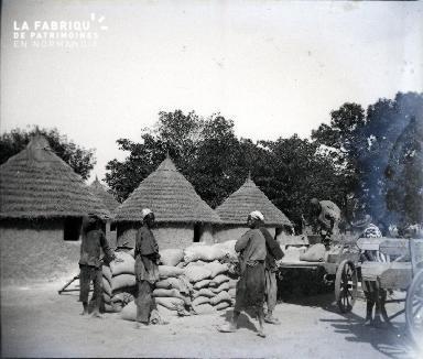 Afrique-Travailleurs déchargeant des charriots