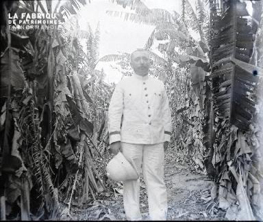 Afrqiue-Colon dans un champ de canne à sucre
