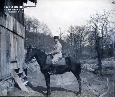 Sous-lieutenant Gamblin à cheval