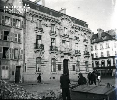 Banque de France et pavage des rues à Cherbourg